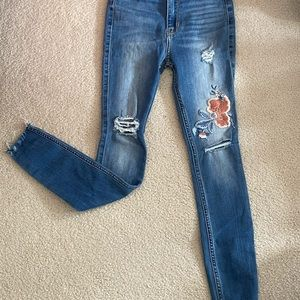 New Hollister skinny jeans with embroidery